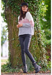Różowy sweter Awama