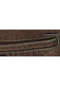 TOP SECRET - Spodnie strukturalne typu chino slim fit. Okazja: do pracy. Kolor: brązowy. Materiał: materiał. Sezon: wiosna #5