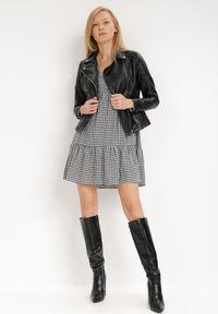 Born2be - Biało-Czarna Sukienka Nikatea. Typ kołnierza: dekolt w kształcie V. Kolor: biały. Materiał: bawełna. Długość rękawa: długi rękaw. Wzór: aplikacja, nadruk. Typ sukienki: oversize. Styl: klasyczny. Długość: mini