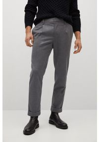 Mango Man - Spodnie SIRHAN. Kolor: szary. Materiał: tkanina. Wzór: gładki