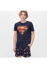 Reserved - Pizama z szortami Superman - Granatowy. Kolor: niebieski. Wzór: motyw z bajki