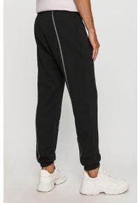 Czarne spodnie dresowe adidas Originals z nadrukiem