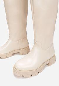 Renee - Beżowe Kozaki Masise. Nosek buta: okrągły. Kolor: beżowy. Szerokość cholewki: szeroka. Wzór: jednolity