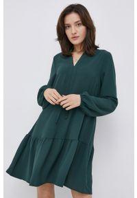 Vila - Sukienka. Kolor: zielony. Materiał: tkanina, poliester. Długość rękawa: długi rękaw. Wzór: gładki. Typ sukienki: rozkloszowane