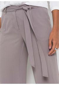 Szare spodnie bonprix na lato
