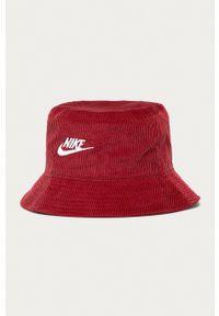 Nike Sportswear - Kapelusz. Kolor: czerwony