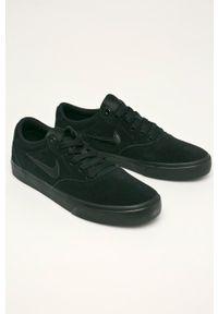 Czarne sneakersy Nike z okrągłym noskiem, z cholewką, na sznurówki