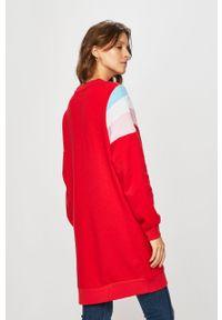 Czerwona sukienka Levi's® na co dzień, oversize, raglanowy rękaw
