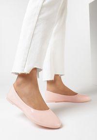 Born2be - Różowe Balerinki Phalymes. Nosek buta: okrągły. Kolor: różowy. Materiał: lakier. Szerokość cholewki: normalna. Wzór: kwiaty, gładki. Styl: klasyczny, elegancki
