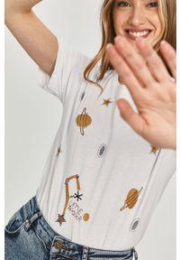 Biała bluzka Answear Lab wakacyjna, na co dzień, z nadrukiem