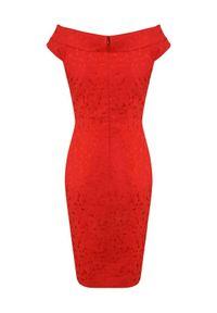 CATERINA - Czerwona sukienka z bawełnianego żakardu. Kolor: czerwony. Materiał: żakard, bawełna. Typ sukienki: kopertowe, dopasowane. Styl: wizytowy, klasyczny, elegancki. Długość: midi