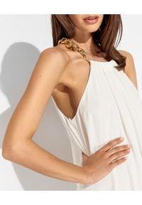 SIMONA CORSELLINI - Biała sukienka z jedwabiu. Kolor: biały. Materiał: jedwab. Wzór: aplikacja. Sezon: lato, wiosna. Typ sukienki: z odkrytymi ramionami. Długość: maxi