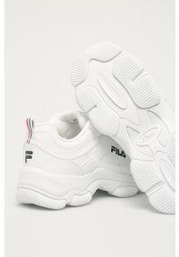 Białe sneakersy Fila z cholewką, na obcasie, na sznurówki