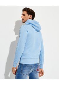 Versace Jeans Couture - VERSACE JEANS COUTURE - Bawełniana niebieska bluza z kapturem. Typ kołnierza: kaptur. Kolor: niebieski. Materiał: bawełna. Długość rękawa: długi rękaw. Długość: długie. Wzór: nadruk