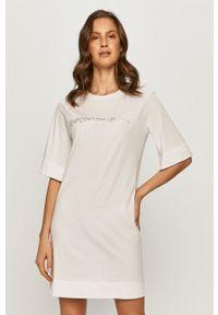 Emporio Armani Underwear - Emporio Armani - Sukienka. Okazja: na co dzień. Kolor: biały. Materiał: dzianina. Wzór: nadruk. Typ sukienki: proste. Styl: casual