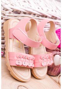 Różowe sandały Casu na rzepy, z aplikacjami
