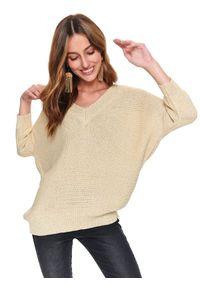 Beżowy sweter TOP SECRET elegancki, w kolorowe wzory, z dekoltem w serek