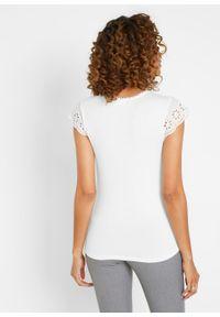 Shirt LENZING™ ECOVERO™ z koronką bonprix biel wełny. Kolor: biały. Materiał: koronka, wełna. Wzór: koronka