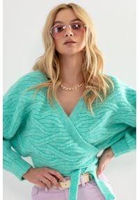 Fobya - Krótki Wiązany Sweterek z Ozdobnym Wzorem - Zielony. Kolor: zielony. Materiał: wełna, poliamid, akryl, poliester. Długość: krótkie